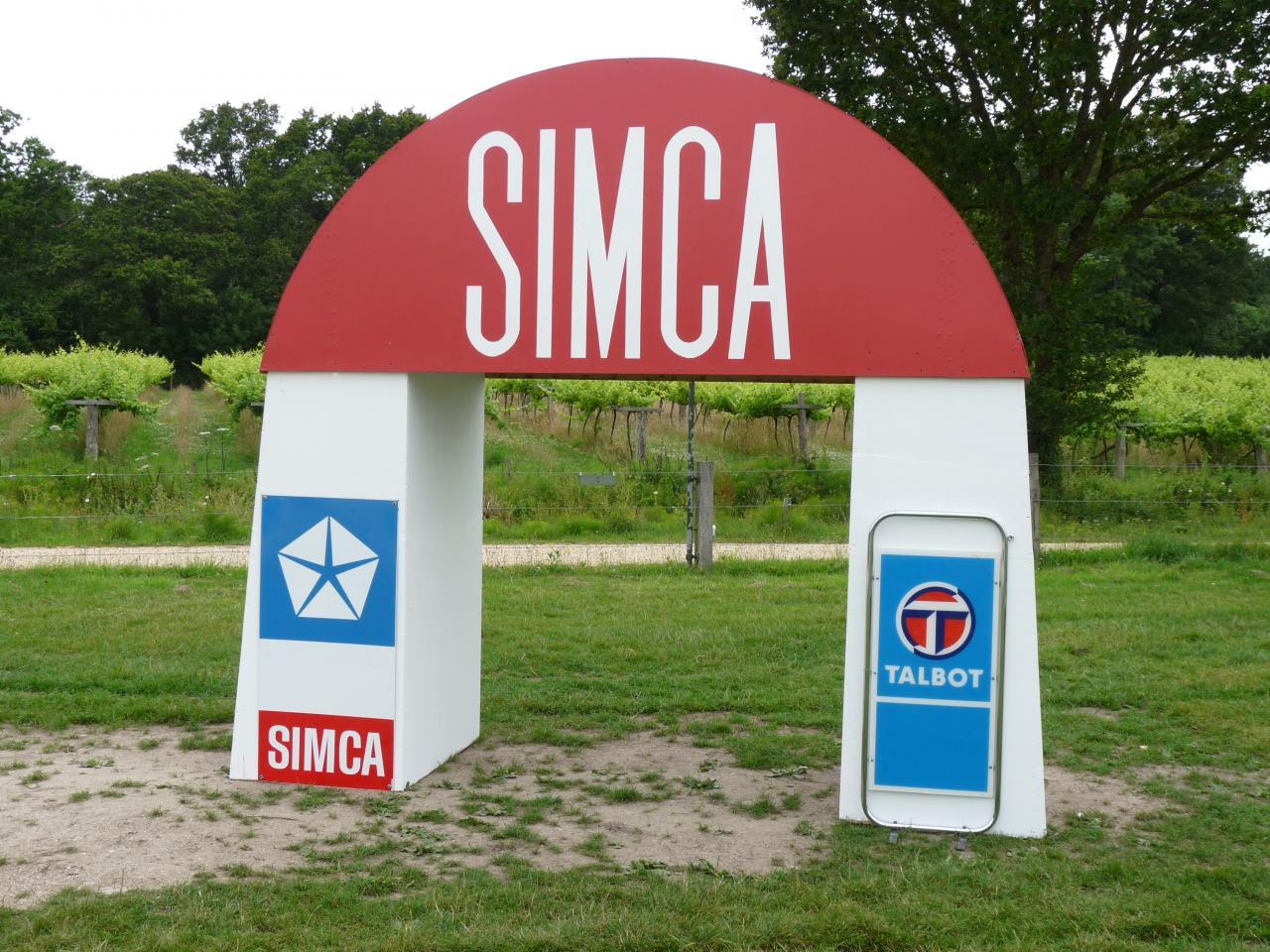 La traditionnelle arche Simca