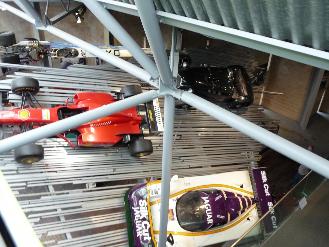 Vue sur le musée à partir du monorail qui le traverse