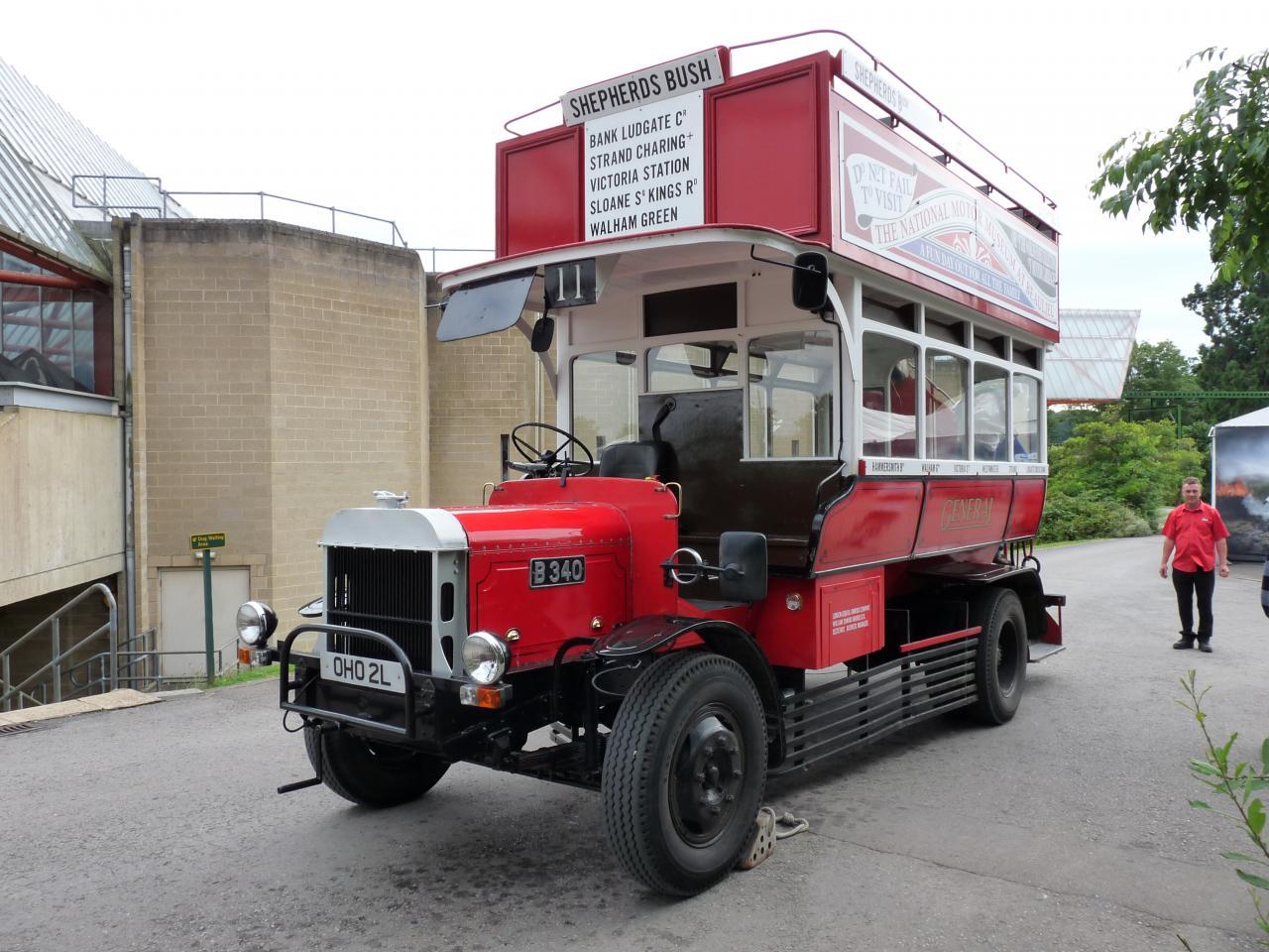 Bus anglais pour une balade dans le parc de Beaulieu
